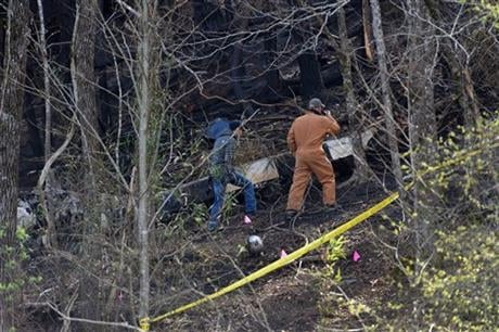 Officials investigate where a sightseeing helicopter crashed, Tuesday, April 5, 2016, near Sevierville, Tenn. (Knoxville News Sentinel via AP)
