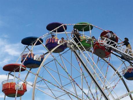 Emergency crews unload the ferris wheel at the Greene County Fair in Greeneville, Tenn., Monday, Aug. 8, 2016. (The Greenville Sun via AP)