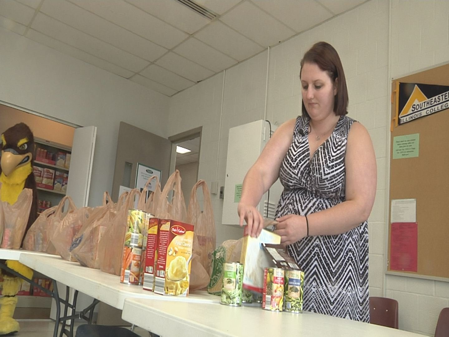 SIC's food pantry works to help feed students in need.