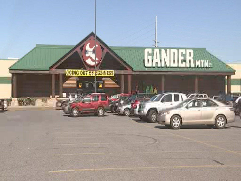 Rothschild Gander Mountain stays open despite 'Store Closing' si