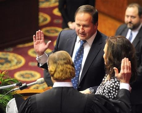 In this Jan. 7, 2015, file photo, John J. Diehl Jr., center, is sworn in as the Speaker Pro Tem of the House of Representatives during the opening of the Missouri legislature in Jefferson City, Mo.(AP file photo).