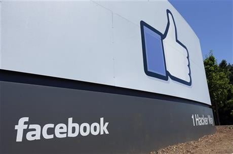 This July 16, 2013 file photo shows a sign at Facebook headquarters in Menlo Park, Calif. (AP photo)