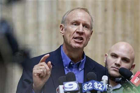 Illinois Gov. Bruce Rauner speaks at a news conference at Chicago's Union Station on Wednesday, Jan. 20, 2016. (AP photo)