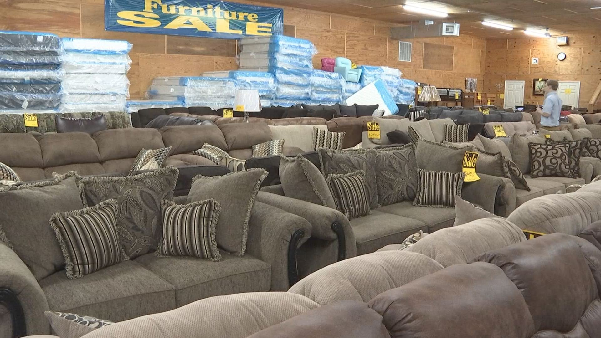 Not Enough Snow For Free Furniture At Paducah Warehouse Furnitur Wpsd Local 6 Your News